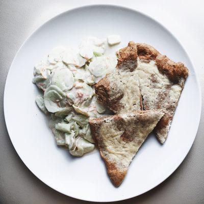 Bijela pizza sa pavlakom od indijskih oraščića