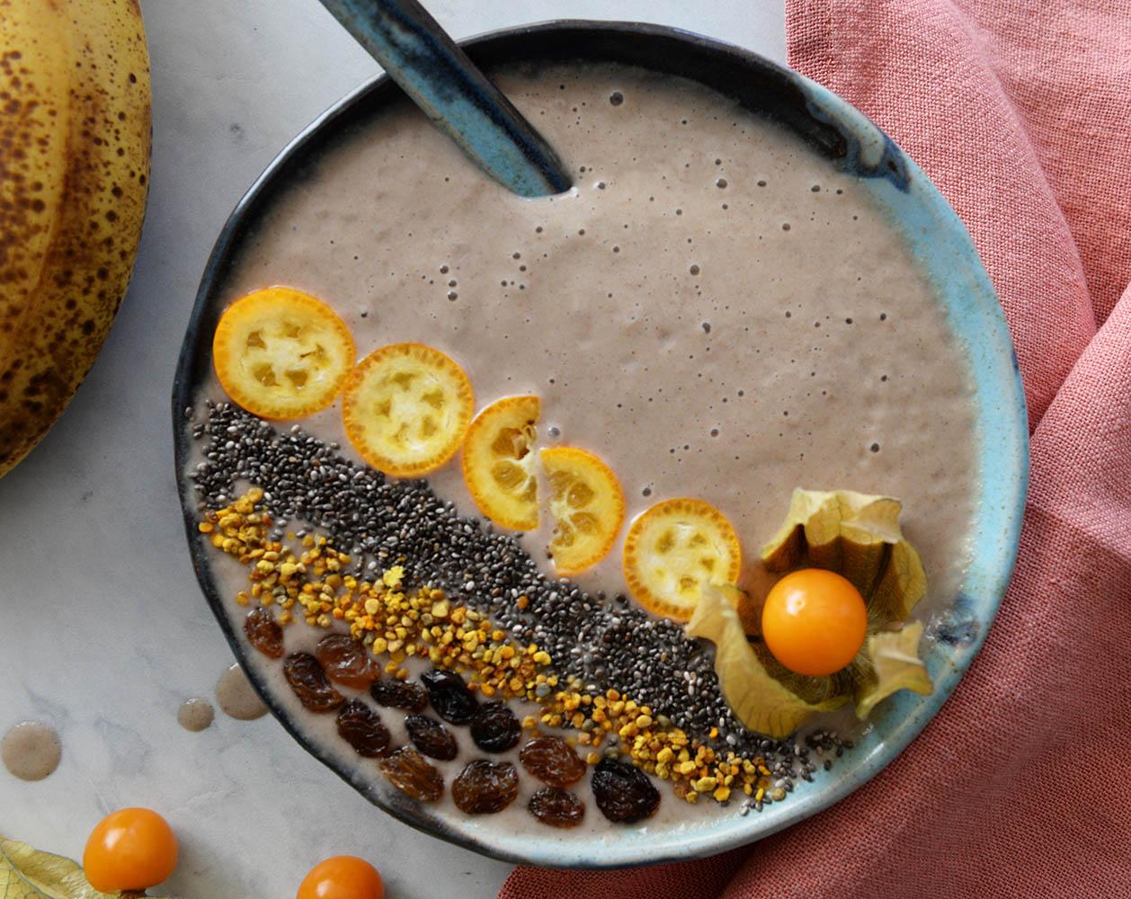 Energetski smoothie u zdjeli