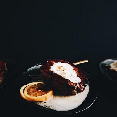 Pečene dunje sa šlagom od kokosa, limunom i javorovim sirupom